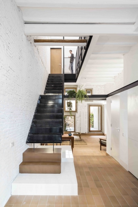 Best Double L Shaped Staircase Design Photo 219