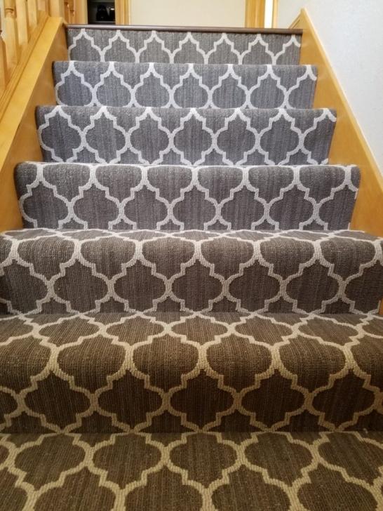Simple Loop Pile Carpet On Stairs Image 093