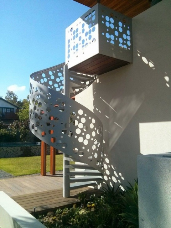Stunning Enclosing Outdoor Staircase Picture 733