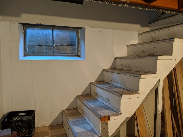 Stunning Narrow Basement Stairs Photo 084