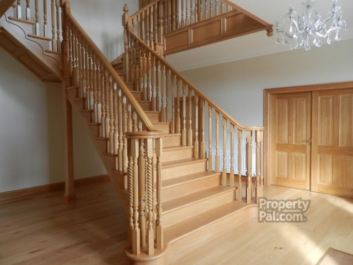Stylish Central Staircase Design Photo 248
