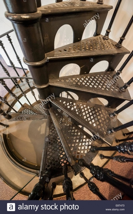 Stylish Wrought Iron Spiral Staircase Image 400